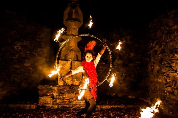 Feuertänzerin beim Feuershowtanz in Wunsiedel / Oberfranken/ Bayern